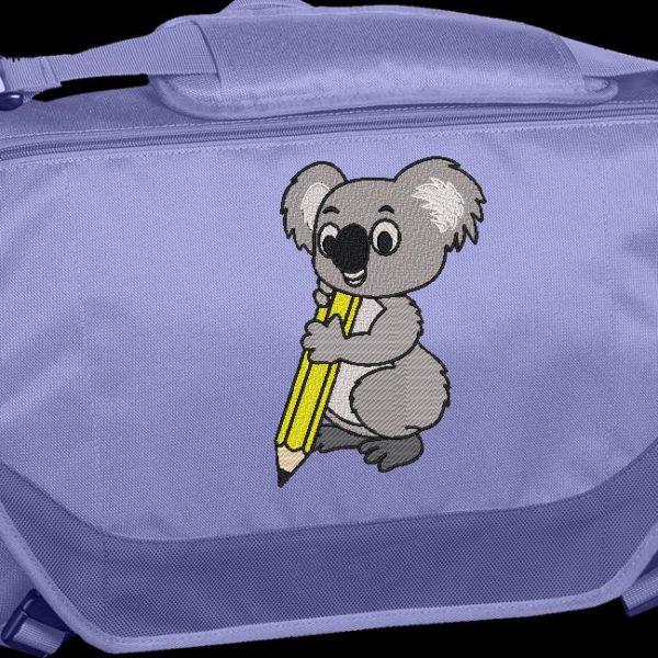 Coala com lápis. Projeto imediato do bordado de máquina de transferência de uma coala com um lápis amarelo Projeto ideal em uma bolsa ou em um saco de escola. quadro 10 x 10/13 x 18/16 x 26/20 x 30. Formatos de arquivo PES, CSD, EXP, HUS, SHV, VIP, XXX, DST, PCS, JEF, VP3, EMB ... Download imediato após o seu pagamento.